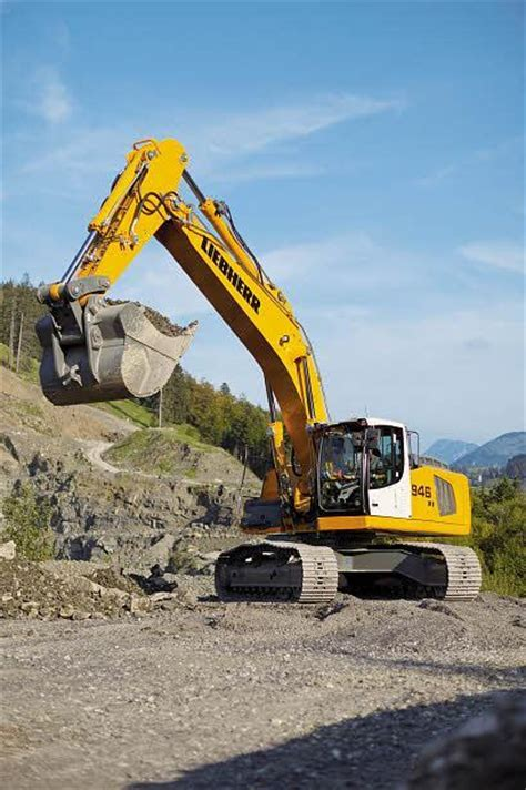 Liebherr R 946 Specifications & Technical Data (2012-2015