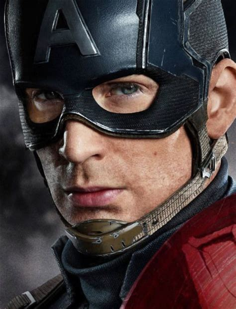 Love how the cap is not so clean shaven!   Chris evans
