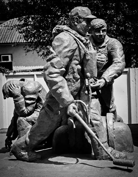 Chernobyl - Firefighters monument | This statue was